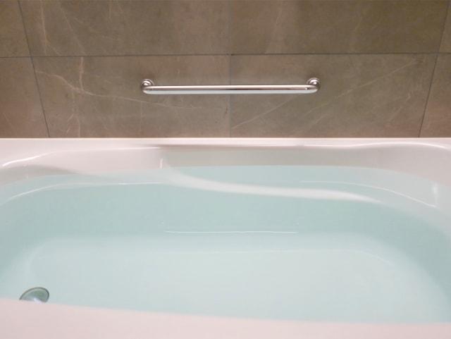 理想の浴室の手すりの高さ・位置のイメージ画像