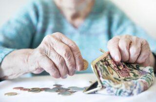 両親の貯金が足りない!老後の資金捻出の方法について解説します!