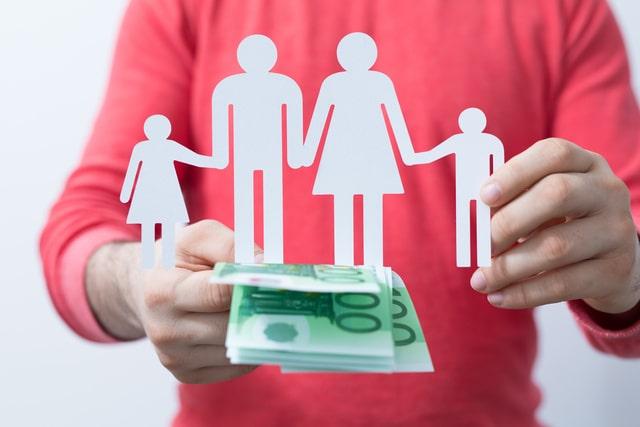 お金のない親が利用できる制度