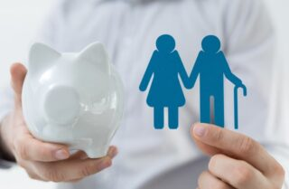 親の介護費用はいくらかかる?足りなくなった時の解決策